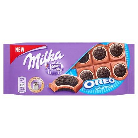 MILKA Oreo Ciastka kakaowe i nadzienie mleczne o smaku waniliowym na czekoladzie mlecznej (1)